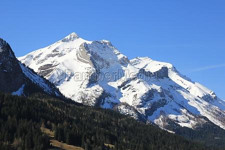 popular ski area near gstaad switzerland