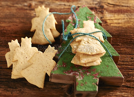 nuremberg christmas biscuits on a wooden