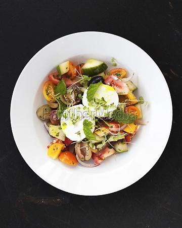 greek tomato salad with cucumber feta