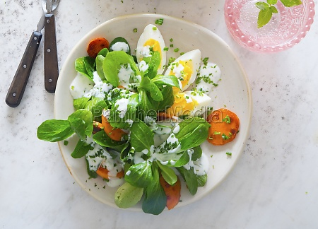 lambs lettuce with egg and carrots