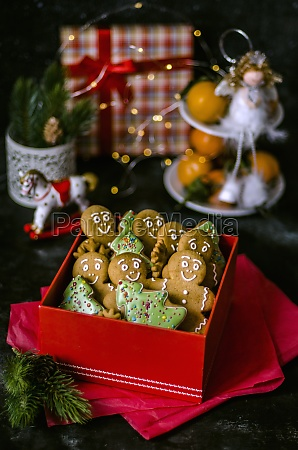 gingerbread men and christmas tree biscuits