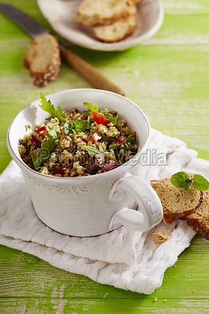 coriander salad with rocket and red