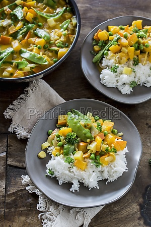 vegetarian pumpkin and pea curry with
