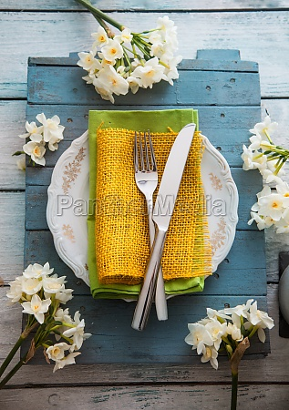 spring table setting narcissus flower