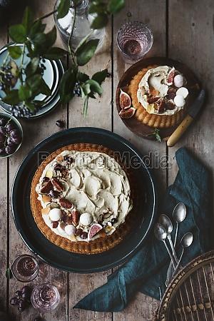 vanilla cake with caramel frosting fresh