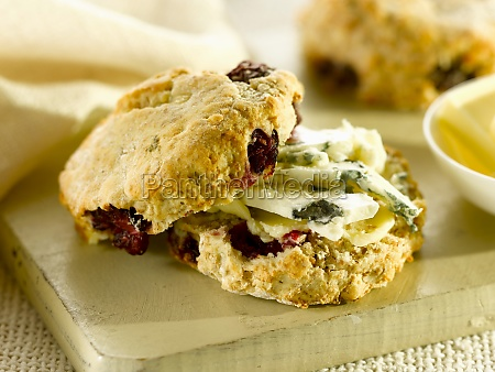 savoury cranberry scones with blue cheese