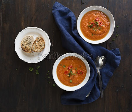vegan tomato soup with chilli and