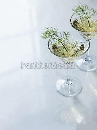 fennel wine in stemmed glasses