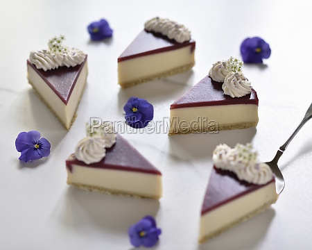 vegan cheesecakes with shortbread blueberry topping