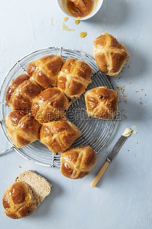 hot cross buns glazed with apricot