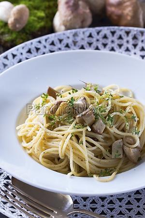 vegan spaghetti with porcini mushrooms