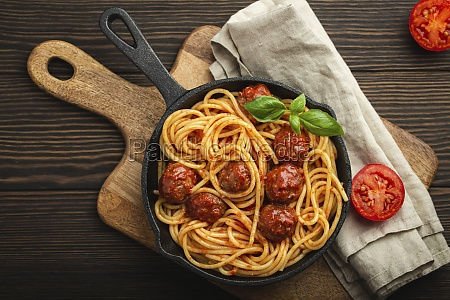 pasta with meatballs tomato sauce and