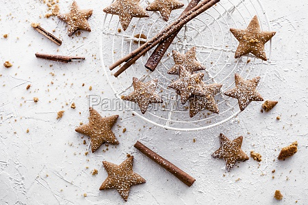 star shaped gingerbread cookies with dusted