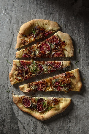 pizza with blue cheese figs and