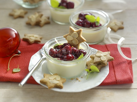 gingerbread panna cotta with mulled wine