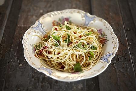 spaghetti with garlic and chilli