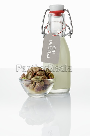 pistachio drink and pistachio nuts