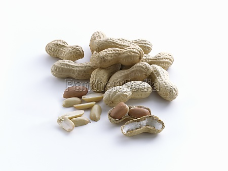 peanuts with and without shells on