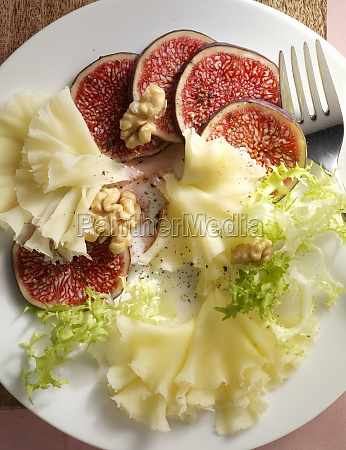 fresh figs with tete de moine