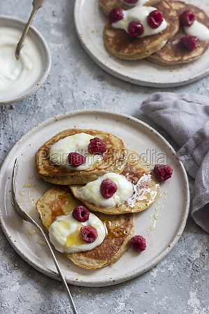 banana and yogurt pancakes with yogurt