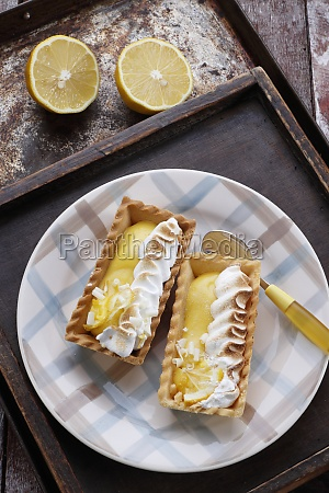 tartlets with lemon mousse and meringue