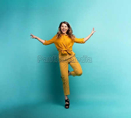 brunette girl with a yellow clothes