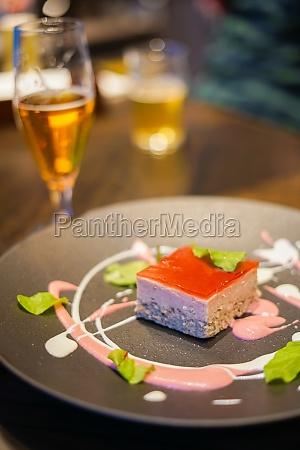 image of strawberry cake