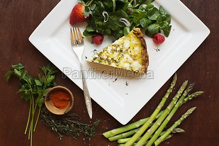 quiche with spinach and strawberry salad