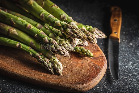 fresh raw uncooked green asparagus