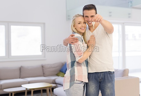 couple showing a keys of their