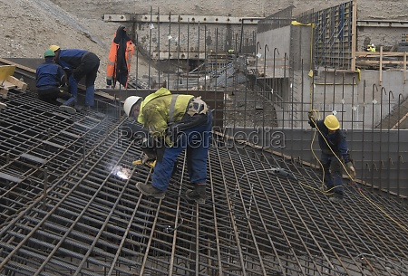 construction worker and reinforced concrete