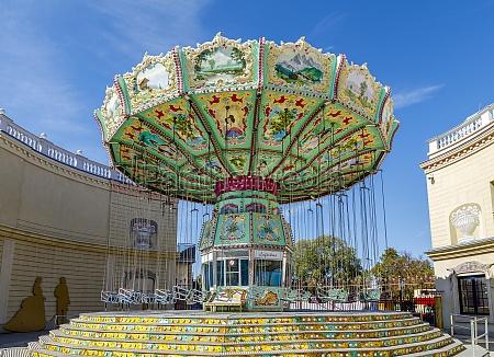 ferris wheel carousel in park