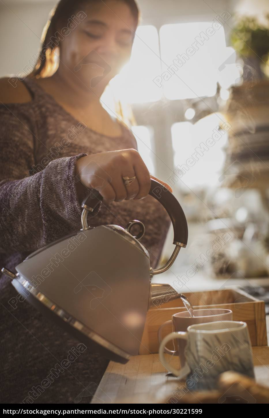 woman, with, teapot, pouring, hot, tea - 30221599