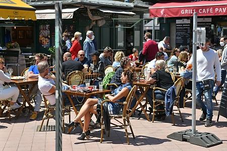 der bekannte naschmarkt in wien OEsterreich