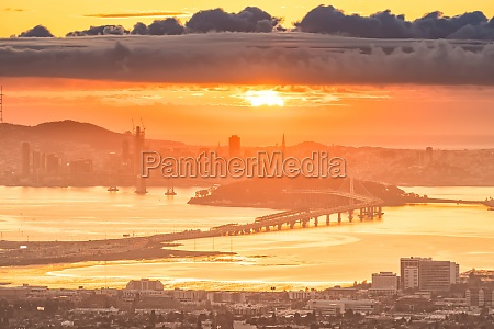 san francisco skyline and bay bridge