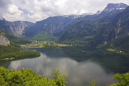 amazing alpine lakes hallstatt lake austria