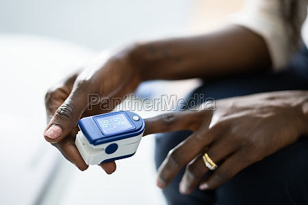 african hand pulse heart rate