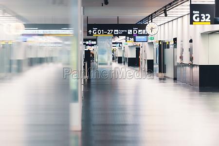 vienna international airport empty hall
