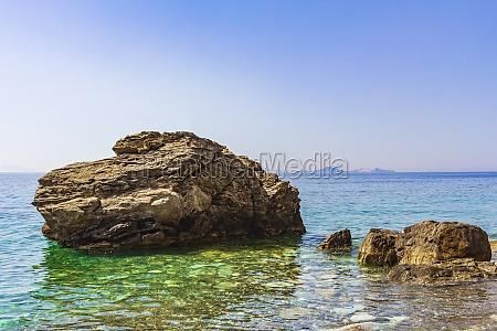 big rock in natural coastal landscapes