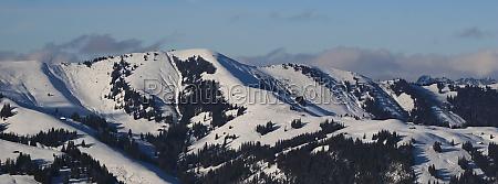 hundsruegg mountain range near zweisimmen