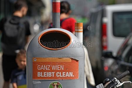 abfallbehaelter und aschenbecher in wien OEsterreich