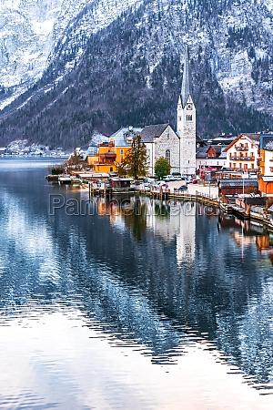hallstatt austria hallstattersee in alps