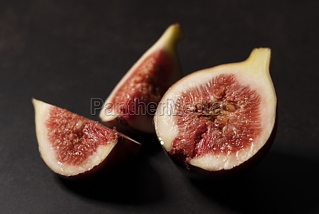 figs and cut figs on a