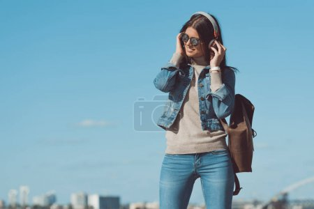 computer, view, beautiful, person, female, young - B165391768