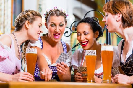 bar, pub, group, young, people, women - B139187732