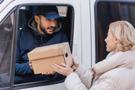 box, package, parcel, business, customer, people - B460816190